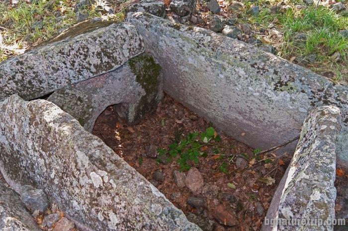"Another view of Dolmen ""Zmeiuva kashta"""